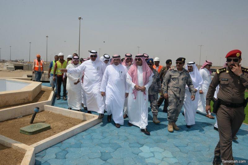 نائب أمير منطقة عسير يتفقد مشروع تطوير الواجهة البحرية بالحريضة