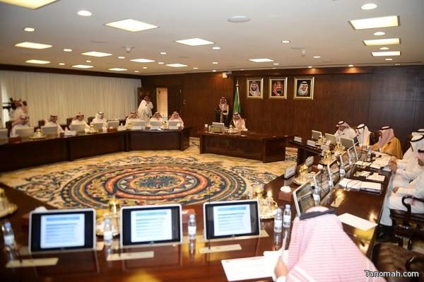 نائب أمير عسير يناقش فرص الإستثمارات التعدينية بالمنطقة  مع وكيل وزارة الطاقة والصناعة للثروة المعدنية