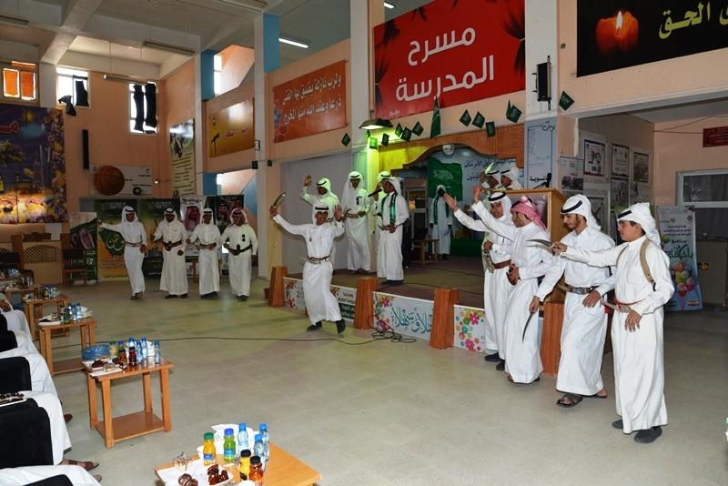 مدير تعليم النماص يشارك طلاب ثانوية الملك عبدالعزيز احتفالهم باليوم الوطني