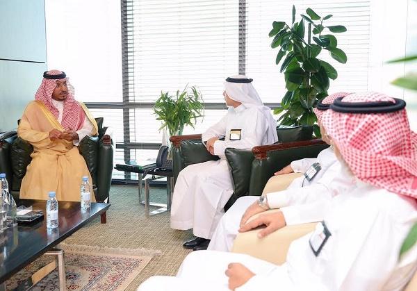 منصور بن مقرن يناقش مشروعات الطاقة الكهربائية بعسير مع الرئيس التنفيذي للشركة السعودية للكهرباء
