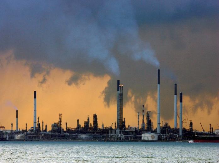 أسعار النفط تواصل الارتفاع مع توقع تمديد تخفيضات الإنتاج