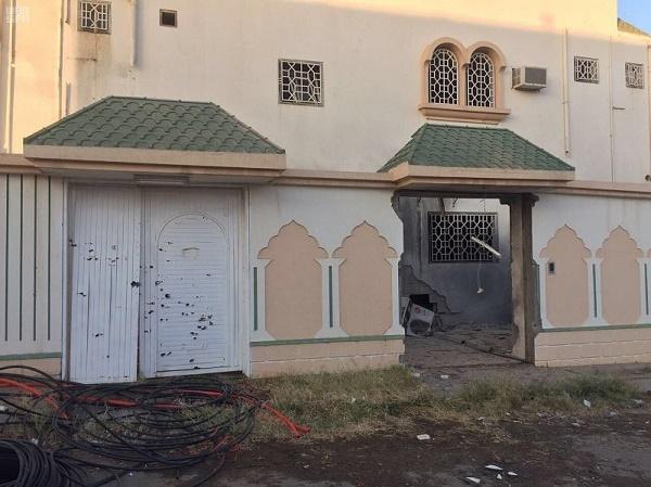 إصابة مواطن وطفلته ومقيمين إثر سقوط مقذوفات عسكرية على أحياء سكنية بمدينة نجران