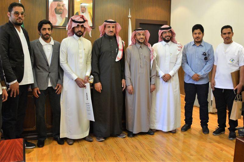مدير عام التدريب التقني بعسير يكرم الدكتور عبدالله آل مرزوق