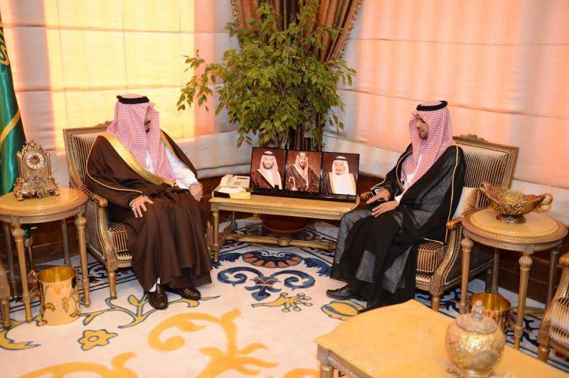 أمير عسير يلتقي مدير فرع هيئة حقوق الإنسان بالمنطقة