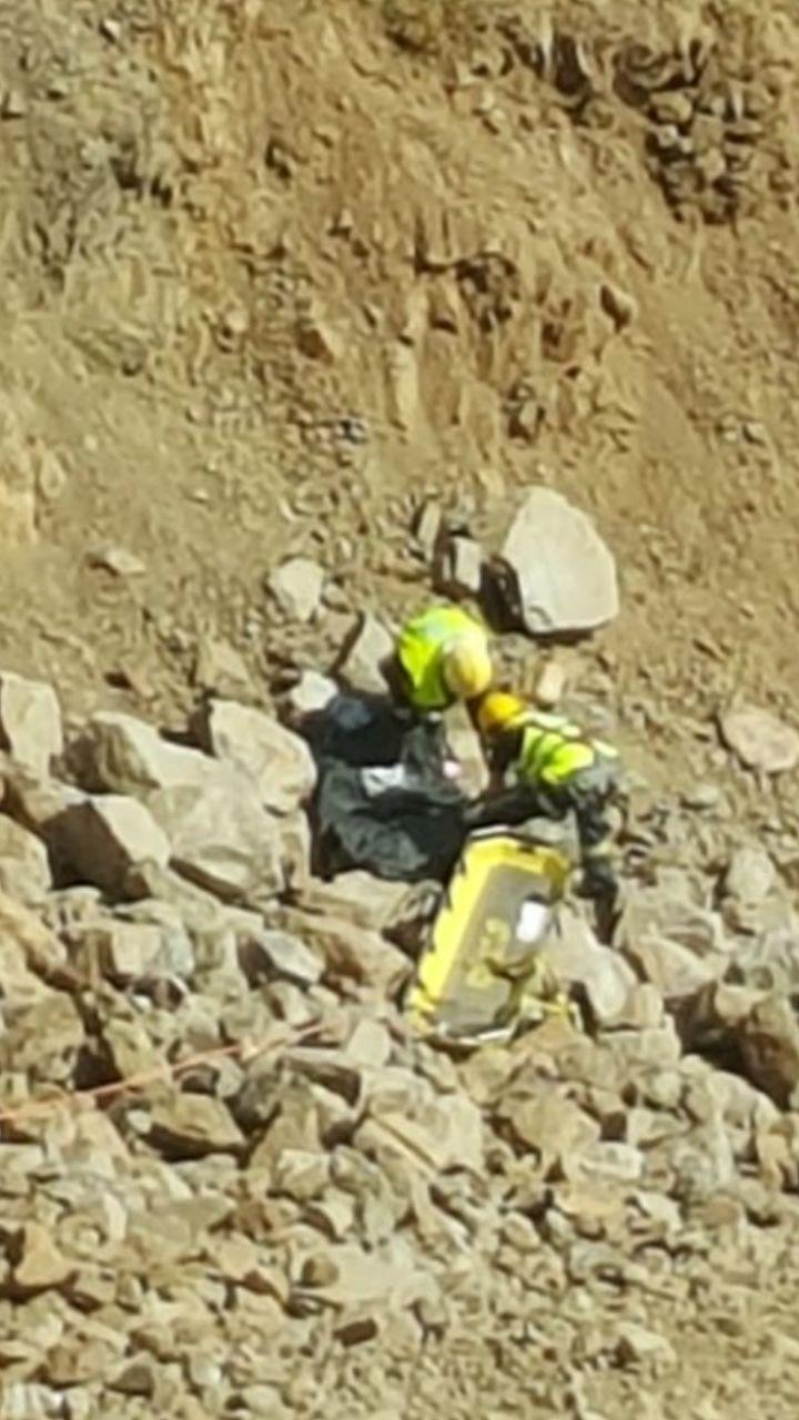 مدني #أبها ينتشل جثة وافد سقطت به معدة من مرتفع جبلي