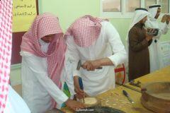 طلاب مدرسة الإمام مالك الابتدائية بقنطان يزورون معرض الرسومات بثانوية الملك فهد