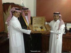 ابطال كأس بطولة الانسانية يكرمون الاستاذ عبدالله بن حسن بن فراس بعد استقباله لهم اليوم