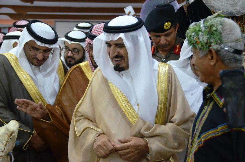 محافظ رجال ألمع يفتتح قصر مالك الشعبي بمركز الحبيل