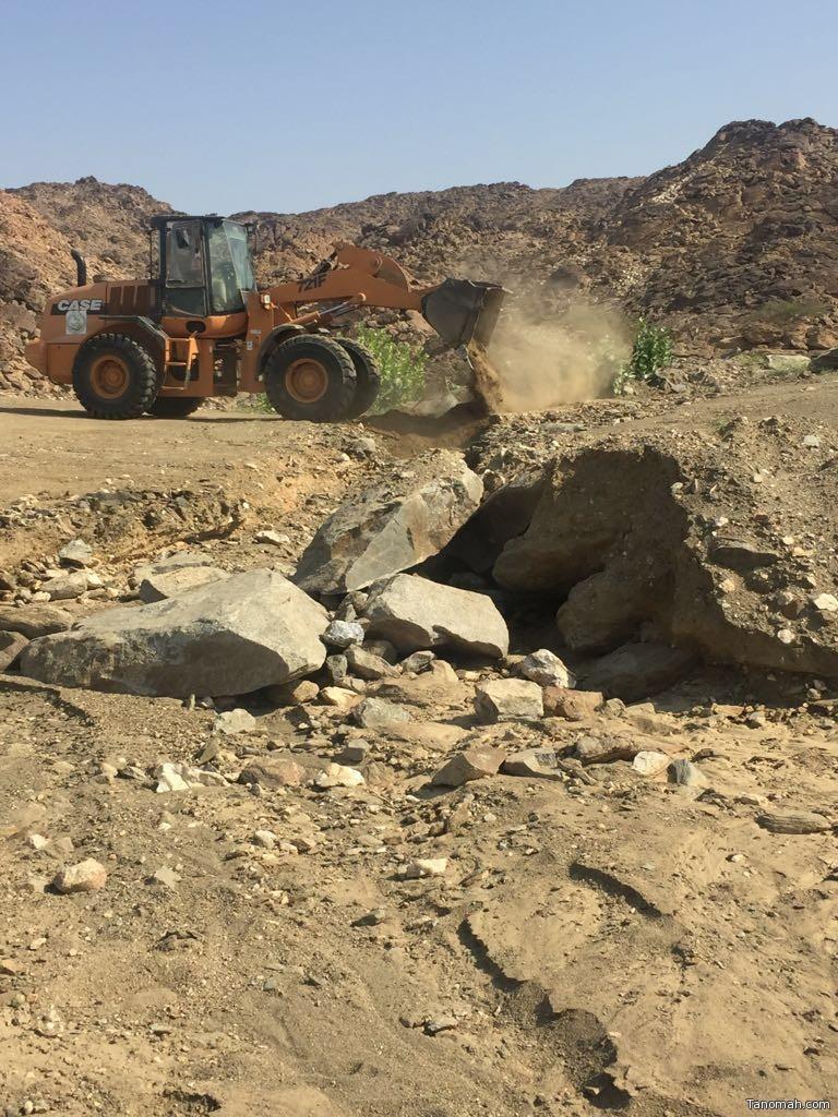 بلدية بارق تعيد فتح الطرق المغلقة في مركز جمعة ربيعة