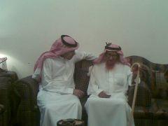 محمد بن زارع العمري 150 عاماً قناة العربية تطلق عليه لقب ( عميد سكان العالم )