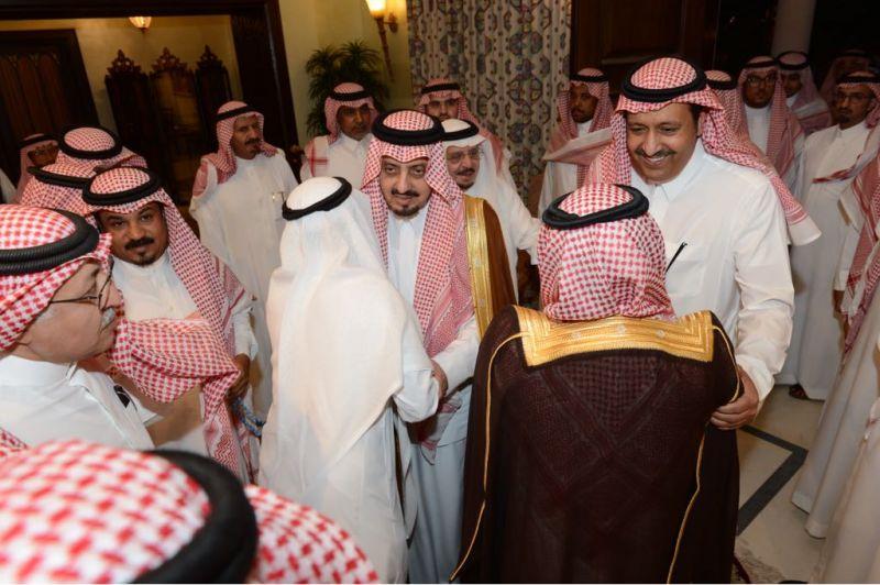 أمير عسير يستقبل المعزين في الأمير بندر بن خالد بجدة