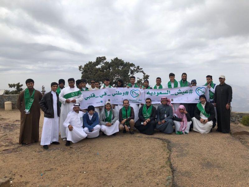 طلاب الرياض يزورن مواقع عسير السياحية