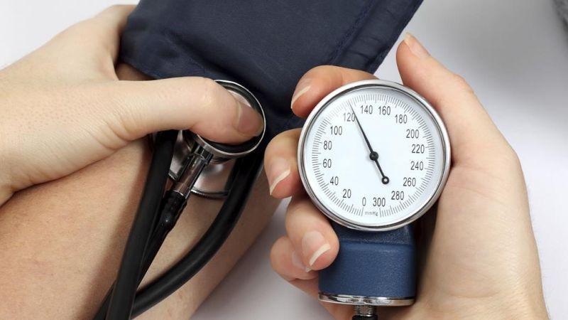 أطعمة نتناولها بشكل يومي وتسبب ارتفاع ضغط الدم.. تعرف عليها