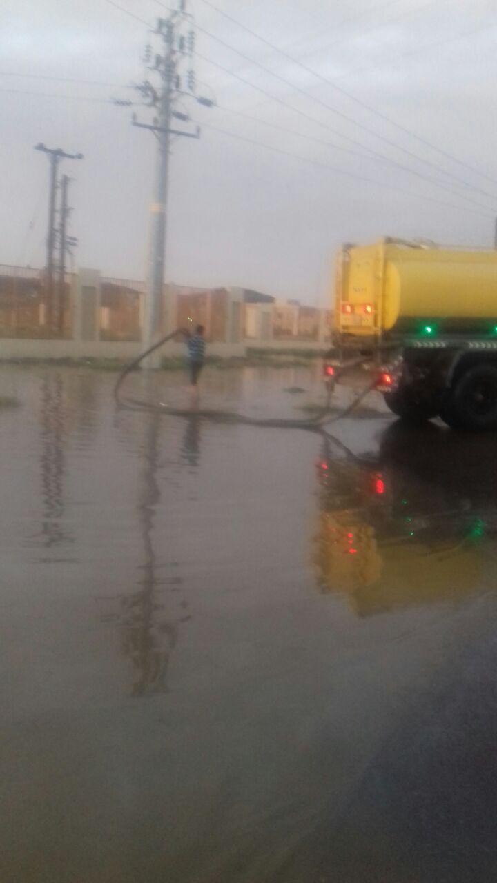 أمانة عسير: نزح 482 طن ومساندة أكثر من 64 عامل و مراقب ميداني و 23 معدة لمعالجة تجمعات مياه الامطار