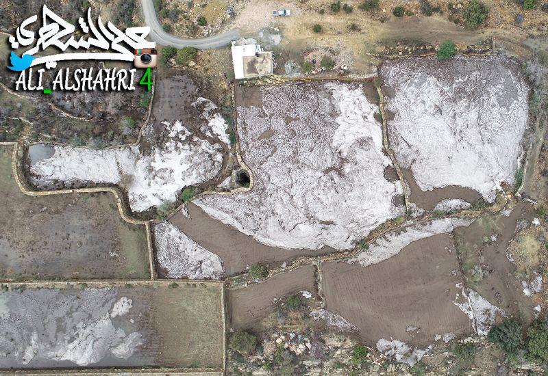 سحابة من برد كاللؤلؤ انهمرت على قرية آل خضاري بمحافظة تنومة 3-8-1439هـ
