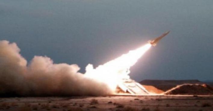 قوات الدفاع الجوي الملكي السعودي تعترض صاروخًا باليستيًا اطلقته المليشيا الحوثية باتجاه المملكة