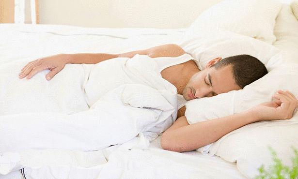 لهذا السبب تجنب النوم على ذراعك لفترة طويلة
