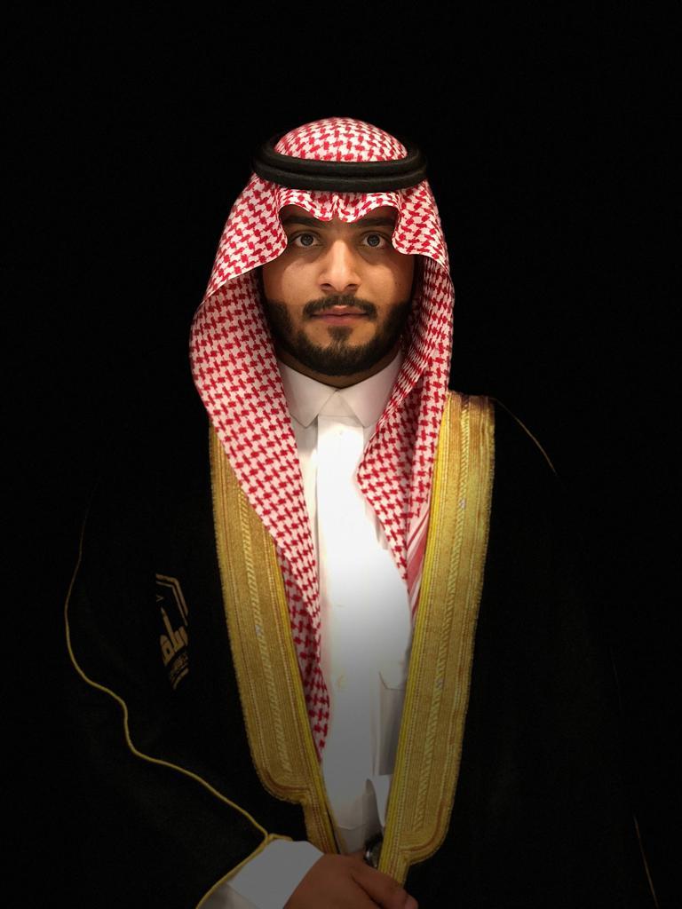 حاتم آل مانع يحصل على درجة البكالوريوس من جامعة الإمام