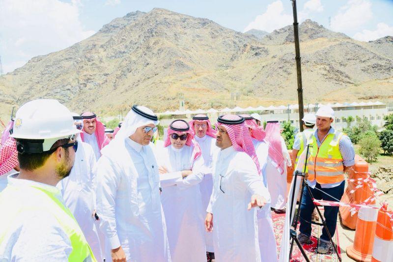 وزير النقل يقف على ازدواج طريق السودة ومطار أبها