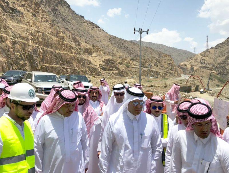 معالي وزير النقل يتفقد أعمال الحمايات لطريق عقبة ضلع