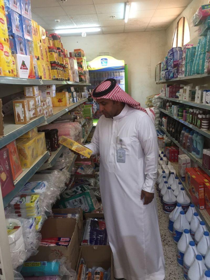 بلدية بارق تقوم بحملة تفتيشية و تغلق 5 محلات و ترصد 30 مخالفة