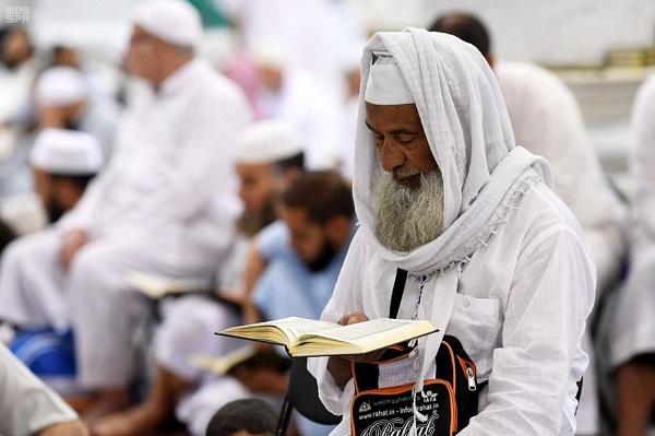 ارتباط المصلين بالمسجد النبوي بالقرآن الكريم