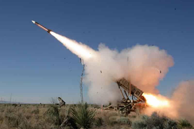قوات الدفاع الجوي الملكي السعودي ترصد صاروخين بالستيين أطلقا باتجاه مدينة (خميس مشيط)