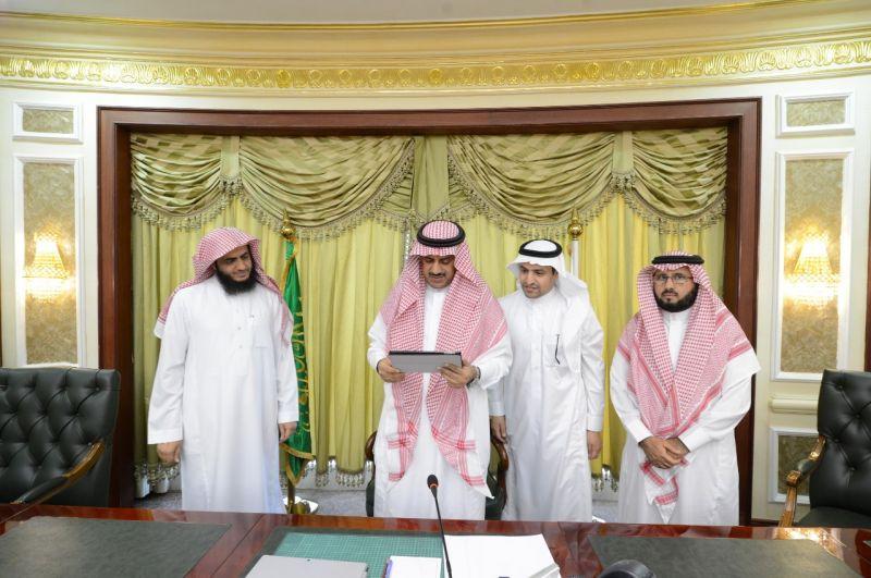 مدير جامعة الملك خالد يدشن موقع نادي الألعاب الإلكترونية وتطبيقاتها
