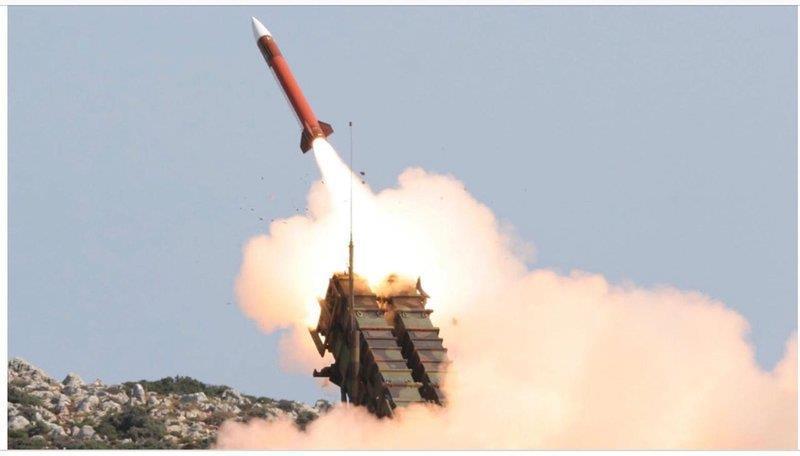 قوات الدفاع الجوي السعودي تعترض صاروخاً باليستياً أطلقته الميليشيا الحوثية باتجاه نجران
