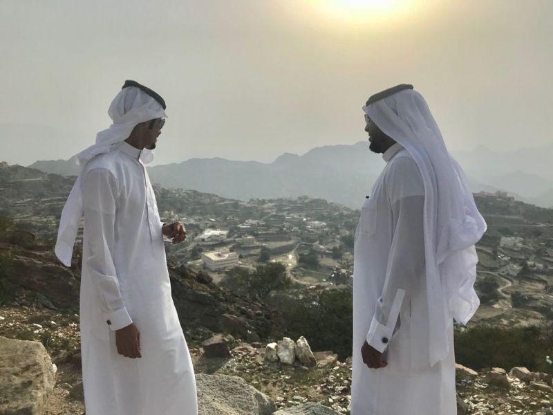 رئيس و عضوي المجلس البلدي يقومون بزيارة ميدانية لجبل أثرب