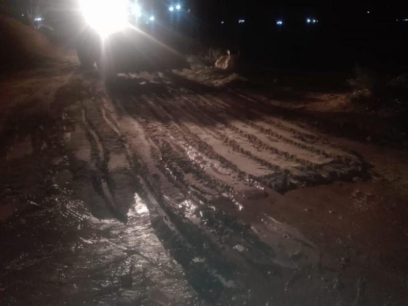 بلدية بارق تباشر أعمالها بعد هطول الأمطار الغزيرة  على المحافظة
