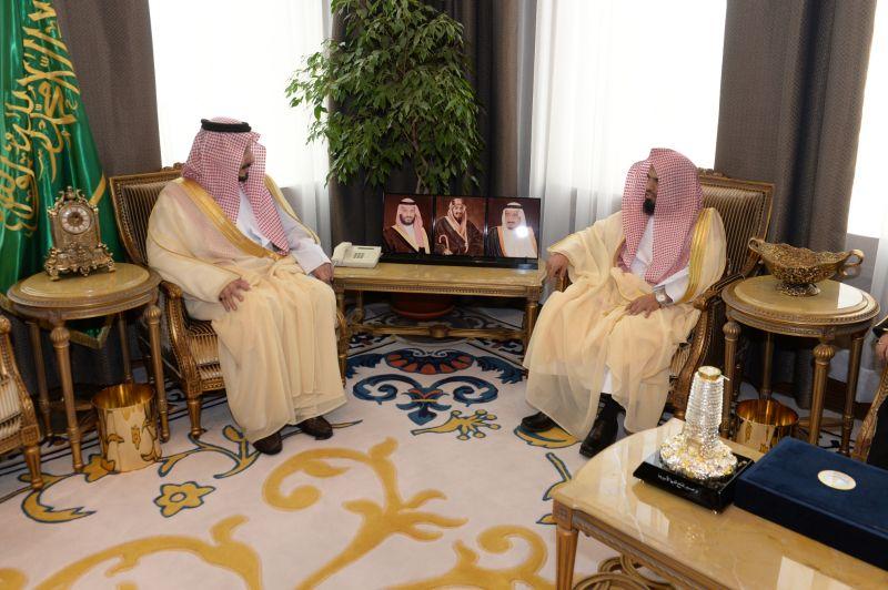 أمير عسير يستقبل مدير هيئة الأمر بالمعروف بالمنطقة