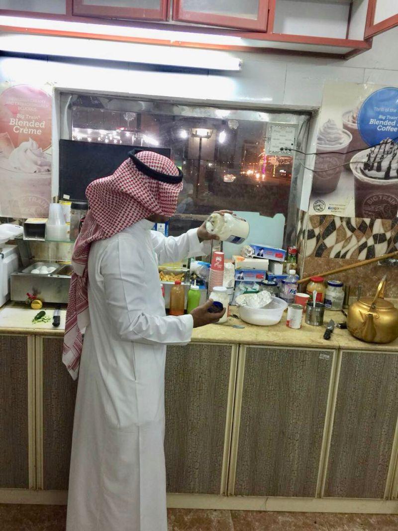 بلدية بارق تغلق 3 مطاعم و تصادر 20 كيلو من المواد الغذائية الفاسدة