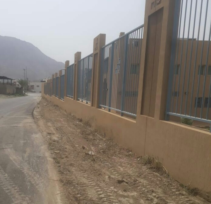 بالصور .. مكتب الخدمات البلدية بالحبيل يقوم بأعمال الصيانة لعدد من الطرق المؤدية للمدارس