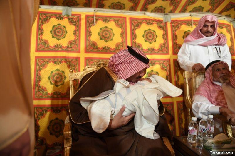 نائب أمير منطقة عسير ينقل تعازي القيادة لذوي الشهيد الشريفي