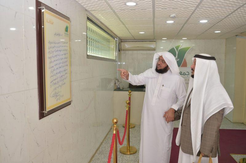 الدكتور العشماوي في زيارة لجمعية البر بأبها