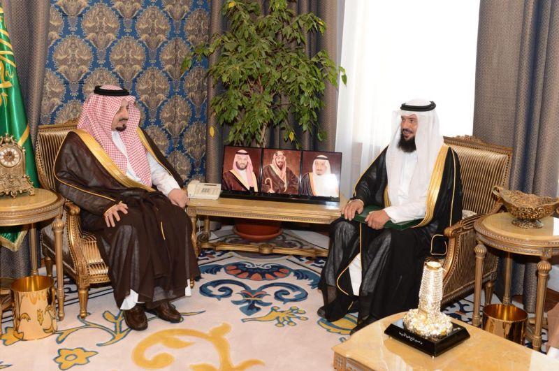 أمير عسير يلتقي رئيس مجلس إدارة الجمعية الخيرية بطبب