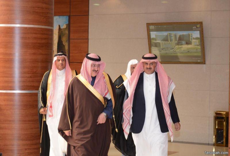 الأمير عبدالعزيز بن سطام يلتقى أعضاء هيئة تدريس الشريعة والقانون بجامعة الملك خالد