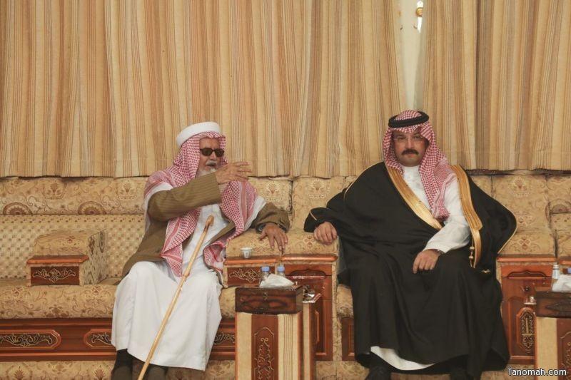 أمير منطقة عسير ينقل تعازي القيادة لذوي الشهيد ممدوح بن فجحان رحمه الله .