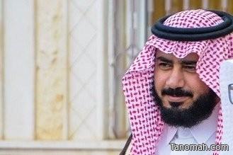 فهد بن عاطف يعيش فرحة تخرج نجليه من الجامعة