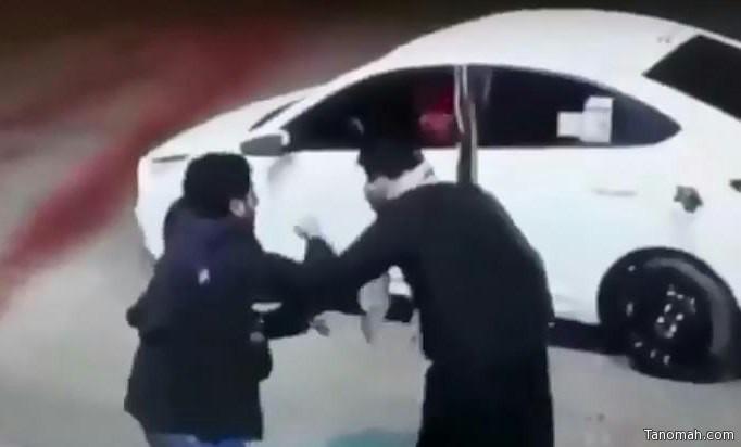شرطة عسير تقبض على سارقي عامل محطة البنزين بعد طعنه وتكشف عن جنسياتهم