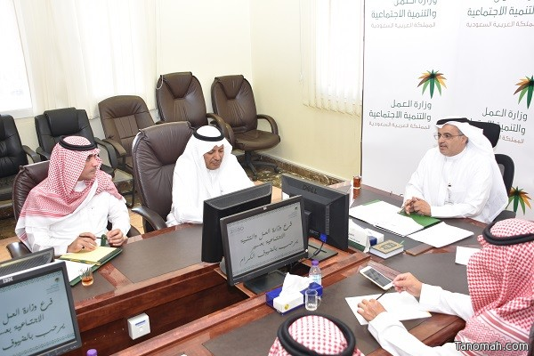 مدير عام فرع وزارة العمل بعسير يلتقى مع أصحاب المجمعات التجارية