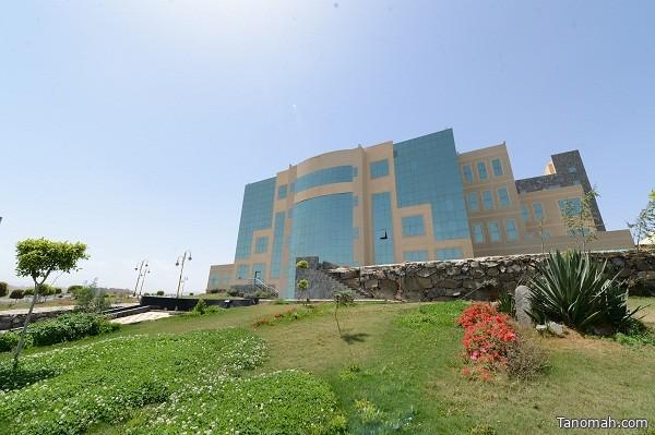 عمادة خدمة المجتمع بجامعة الملك خالد تحتفل بتخرج 210 من طالبات الدبلومات التطبيقية