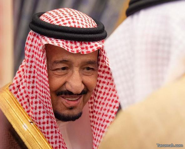 خادم الحرمين يستقبل وزير الإعلام ورؤساء الهيئات الإعلامية والصحف وهيئة الصحفيين والكتاب