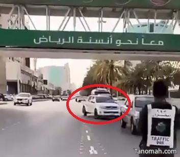 """المرور يرصد مخالفة """"عدم الالتزام بالمسار"""" عند مخارج الطرق الرئيسية"""