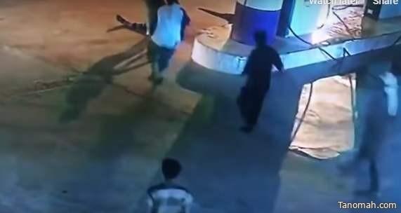 """سرقة مبلغ """"100ريال"""" يضع 4 مراهقين في قبضة شرطة الرياض"""