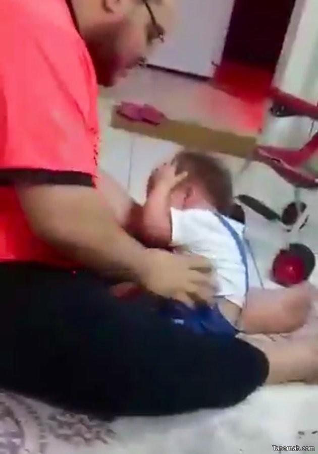 معذب الطفلة ذات ال 3 سنوات في قبضة شرطة #الرياض