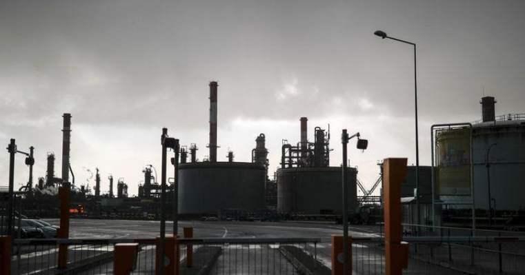 للأسبوع الثالث #النفط يهبط لكن يحقق مكاسب بفضل آمال التجارة