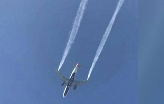 بالفيديو: طائرة امريكية تفرغ وقودها وتصيب طلاب مدرسة