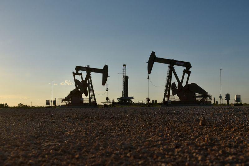 أسعار النفط تقفز بفضل الآمال في لقاح مضاد للفيروس
